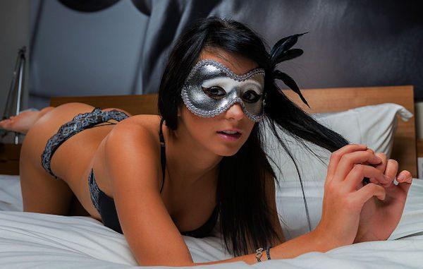 Femme sexy a besoin d'un amant d'un soir de temps en temps